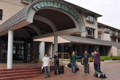 宿泊した十和田観光ホテル前にて